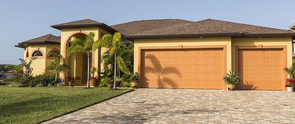 Luxury Florida home with pavers driveway